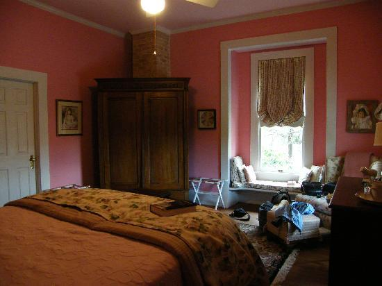 George Blucher House Bed & Breakfast Inn: Another look at the Pearl