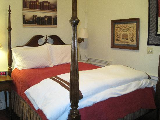 The Dinsmore House Bed & Breakfast: Library Room
