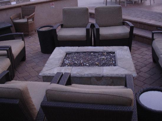 Desert Sun Resort : New fire pit....great on those chilly nights!