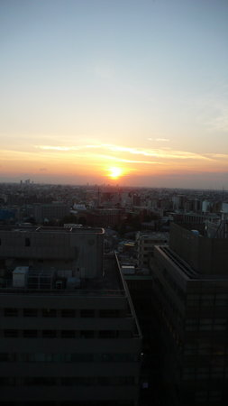 Toshima, Giappone: Sunset from the bedroom at Hotel Metropolitan
