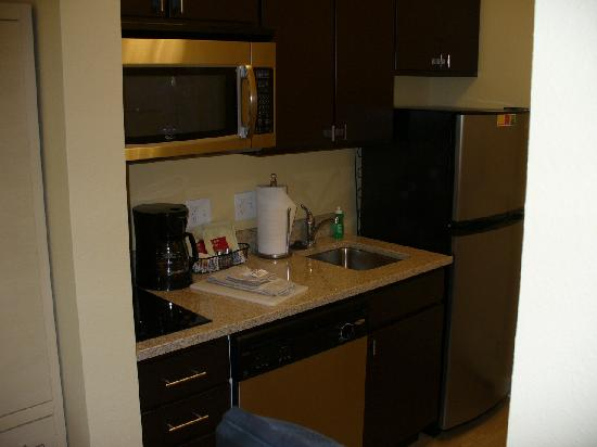 TownePlace Suites Gilford: Studio King FULL KITCHEN!