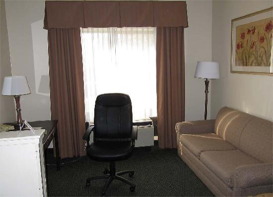 "Comfort Suites Denver International Airport: The ""office corner"""