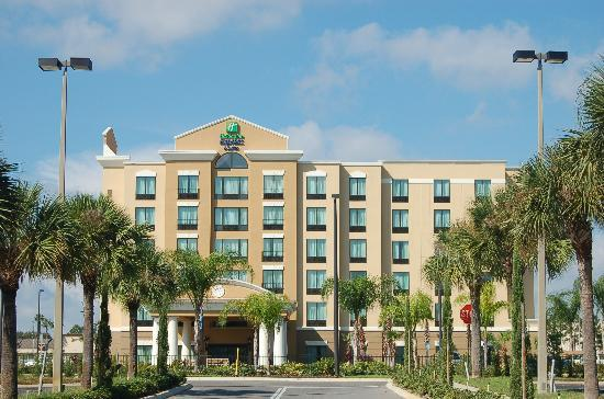 Holiday Inn Express Hotel & Suites Orlando - International Drive: Front of Hotel