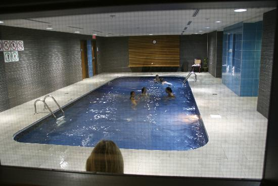 Piscine picture of hotel chateau laurier quebec city for Piscine quebec