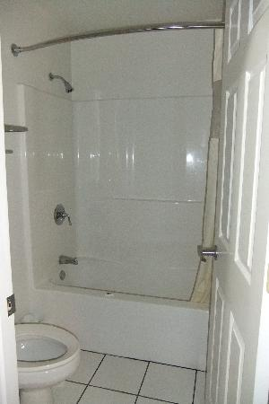 Big Shower Tub Combo Clean Picture Of Motel 6 Urbana