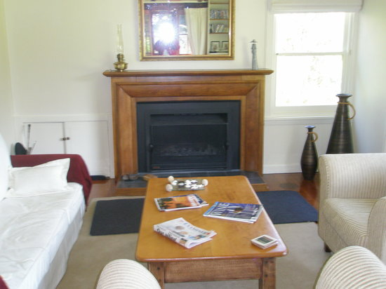 The River House: Guest Lounge