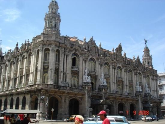 http://media-cdn.tripadvisor.com/media/photo-s/01/55/b1/b4/gran-teatro-de-la-habana.jpg