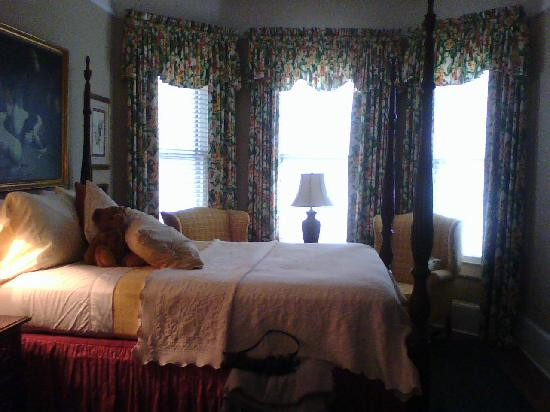 The Saint Charles Inn: St Charles Suite bedroom