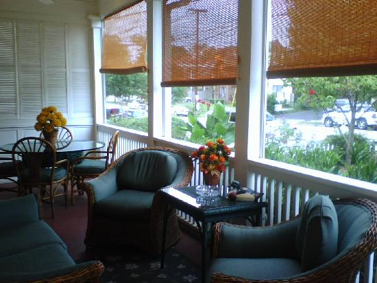 The Saint Charles Inn: Front porch
