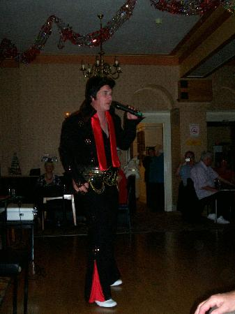 Elvis tribute night at the WhiteHouse Hotel at their 60s party weekend 31/10/2009