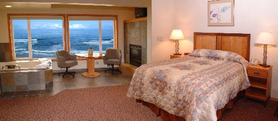 Nordic Oceanfront Inn: Romantic Jacuzzi Suite with an awesome view of the ocean