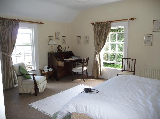 Ballymote Country House: Master bedroom