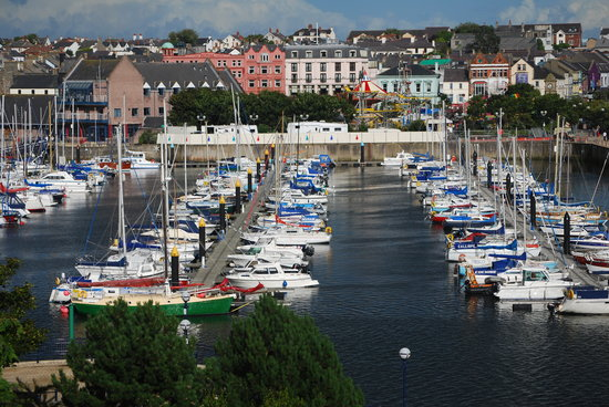 Bangor, UK: Marina - looking towards Marine Court Hotel