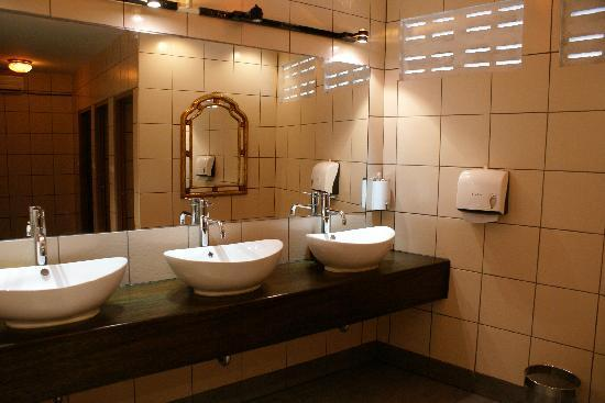 Best bathrooms in phuket picture of phileas fogg kata for Bathroom design restaurant