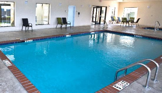 La Quinta Inn &amp; Suites Horn Lake / Southaven Area: Great Pool!!!