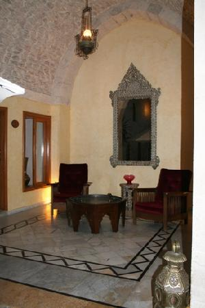 Yasmeen d'Alep Hotel: Sitting area of the courtyard