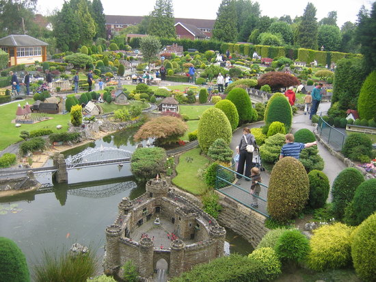 Beaconsfield United Kingdom  City new picture : Beaconsfield, UK: A view of part of the park