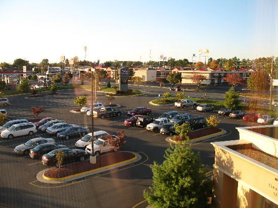 Hampton Inn & Suites Fredericksburg South: View from room - evening