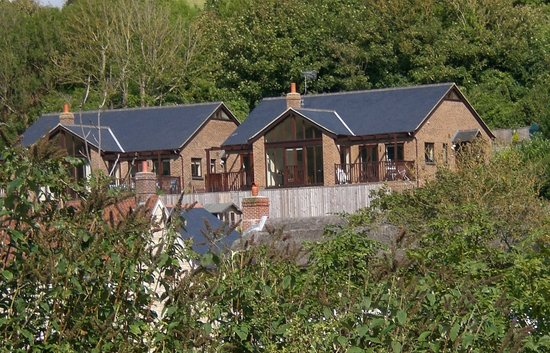 Seavale Bed and Breakfast: Seavale is set into the hillside