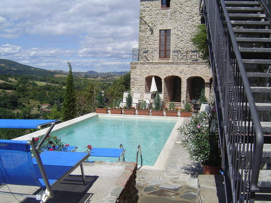 L'Antica Vetreria: Pool with View to Countryside and il Forno Uno apartment