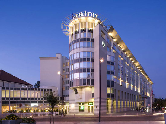 Sheraton Warsaw Hotel: Exterior View