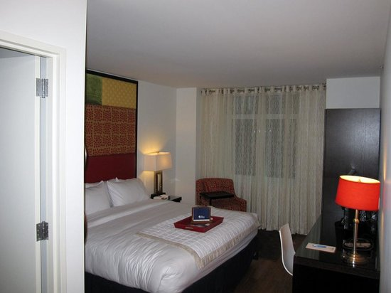 Hotel Indigo New York City, Chelsea: Room from door. Good amount of space for NYC boutique hotel. About 15x12