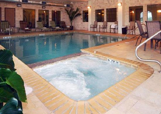 Comfort Inn Near SeaWorld: Indoor Pool