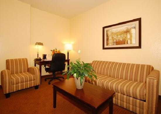 Comfort Inn Near SeaWorld: Double Queen Suite