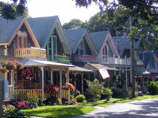 Gingerbread houses picture of martha 39 s vineyard for Gingerbread houses martha s vineyard