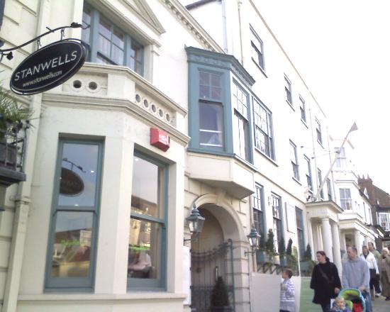 Stanwell House Hotel
