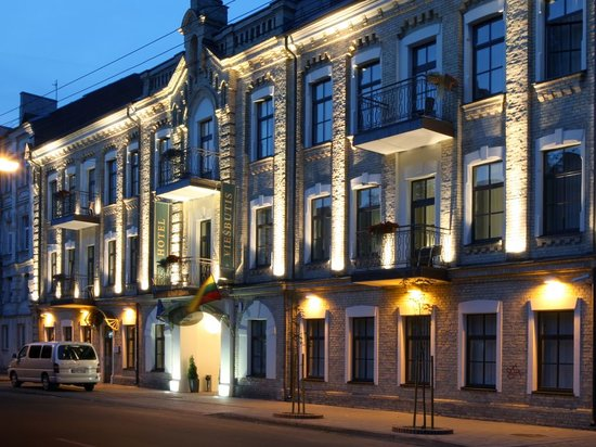 Algirdas City Hotels: Exterior night