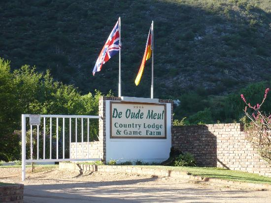 Old Mill Country Lodge &amp; Restaurant: The entrance to the hotel