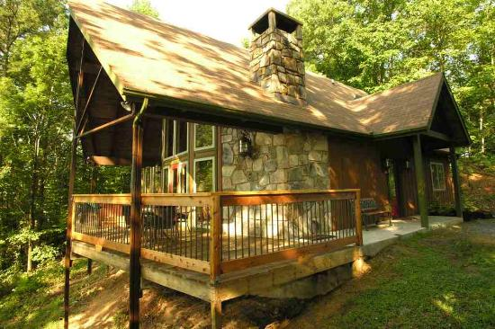 Chalet village lodge reviews deals gatlinburg tn for Deals cabins gatlinburg tn
