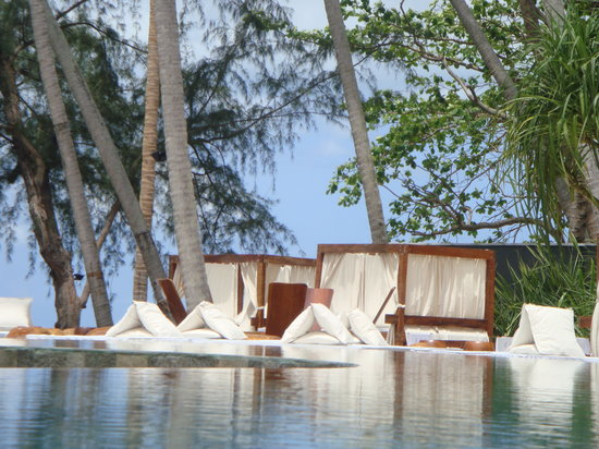 Nikki Beach Bungalow Resort: Nikki Beach Restaurant and ocean front pool