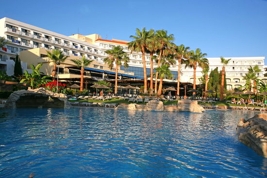 Hotel St. George: Main View from Pool