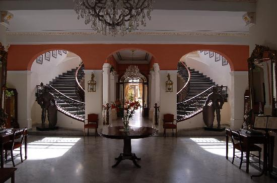 Hotel Foyer Malta : Grand old fashioned hotel excellent value for money