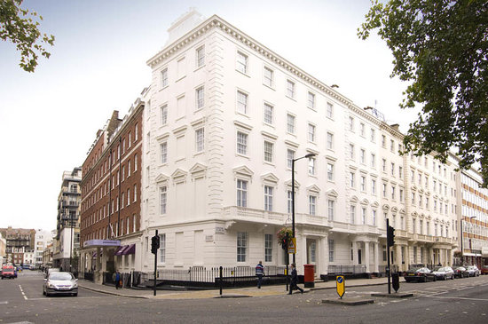 'Premier Inn London Victoria exterior photo'