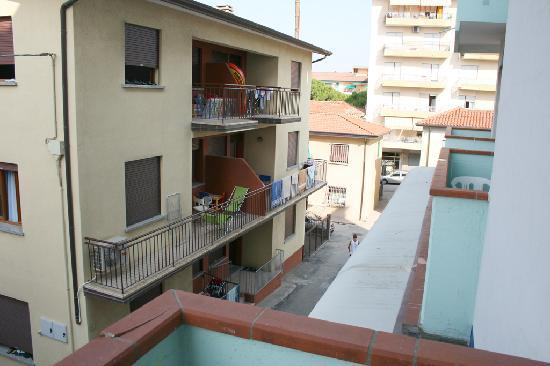 Hotel Terramare: The view from the balcony to another side