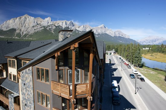 Rundle Cliffs Luxury Mountain Lodge
