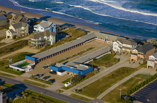 Dolphin Oceanfront Motel: Oceanfront aerial view