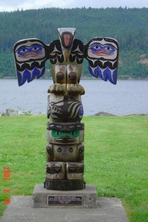 Port Alberni, Kanada: Awesome totems everywhere