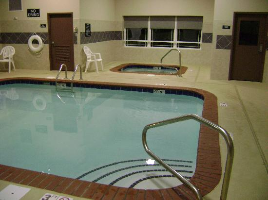 Super 8 Monterey: Incredible pool, spa, exercise room