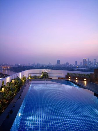 Park Plaza Sukhumvit Bangkok: Rooftop Swimming Pool
