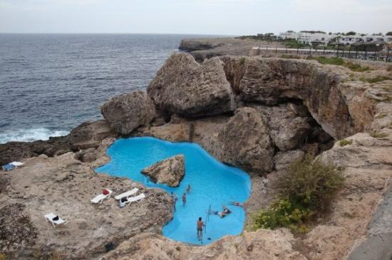 Pool in rocks cliff picture of cala d 39 or majorca for Piscina natural cala egos