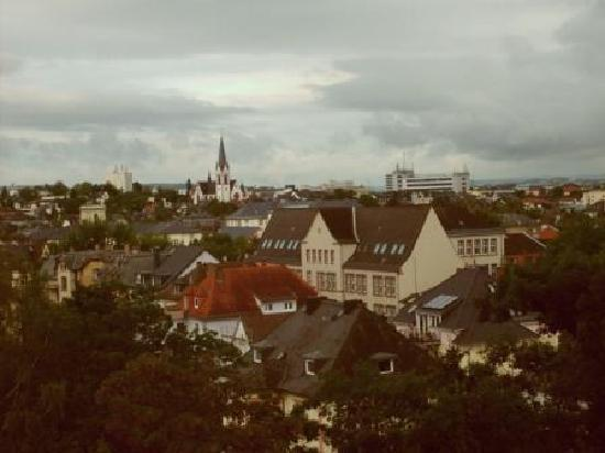 BEST WESTERN PLUS Hotel Steinsgarten: Another view from our room over Giessen