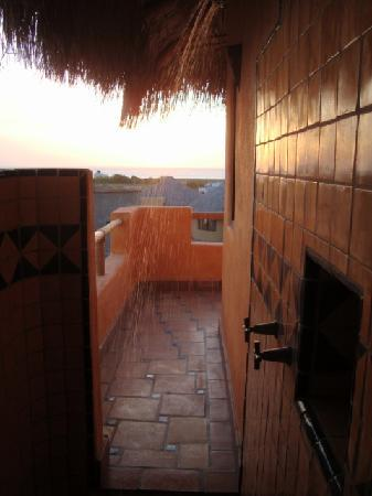 CalyCanto Casitas: Outdoor shower.