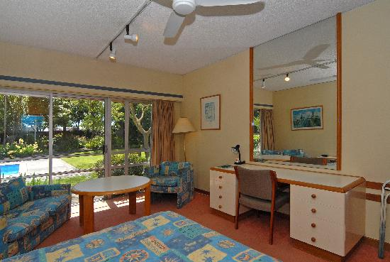 Angus Inn Hotel: Poolside Suite 2