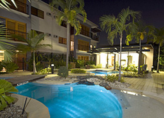 Southern Cross Atrium Apartments: Tropical Pool