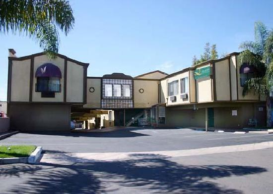Portofino Beach Inn: Hotel Front