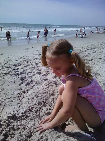 Lakewood Camping Resort: My daughter at the beach